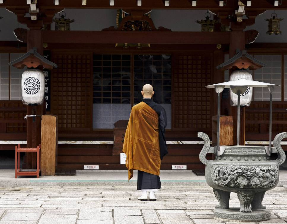 Buddhist monk at temple in Kyoto. You Have to Eat These Dishes in Kyoto, by Boutique Japan.