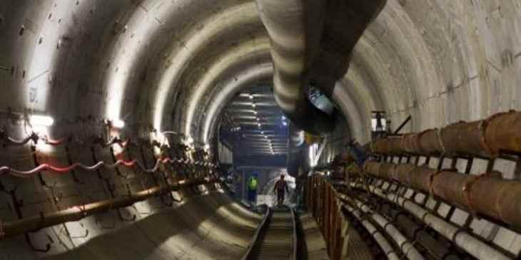 Tunneltruck doet zijn werk in de Noord/Zuidlijn