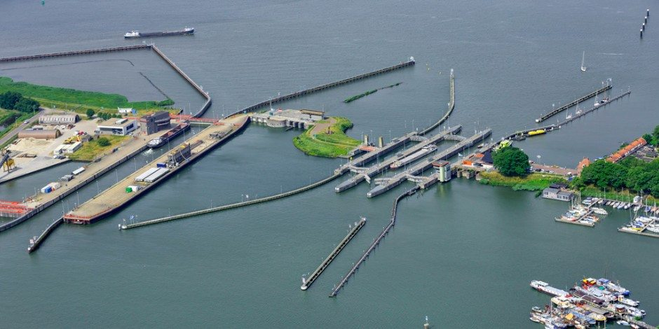 Alle bruggen en sluizen bedienen vanuit één bediensysteem