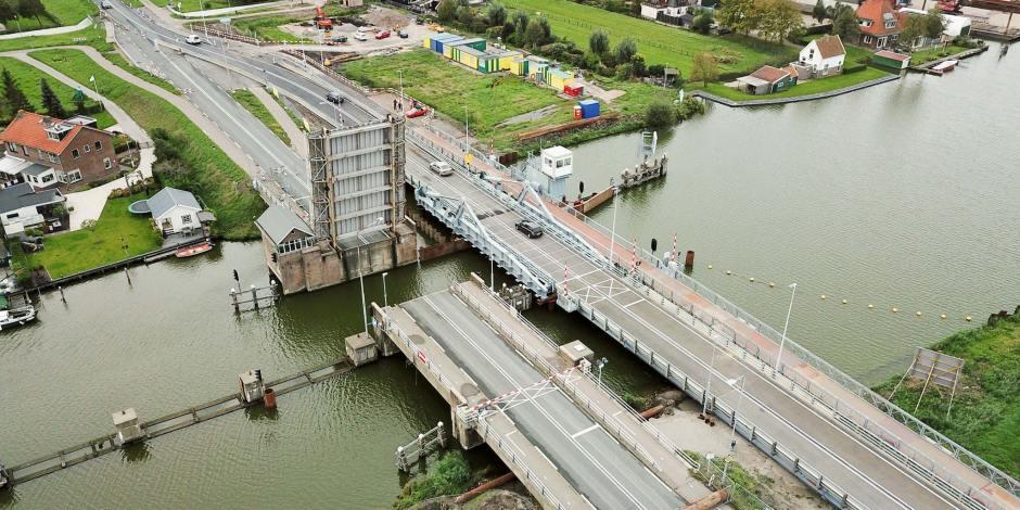 Zeldzaam: Tijdelijke beweegbare brug in een N-weg
