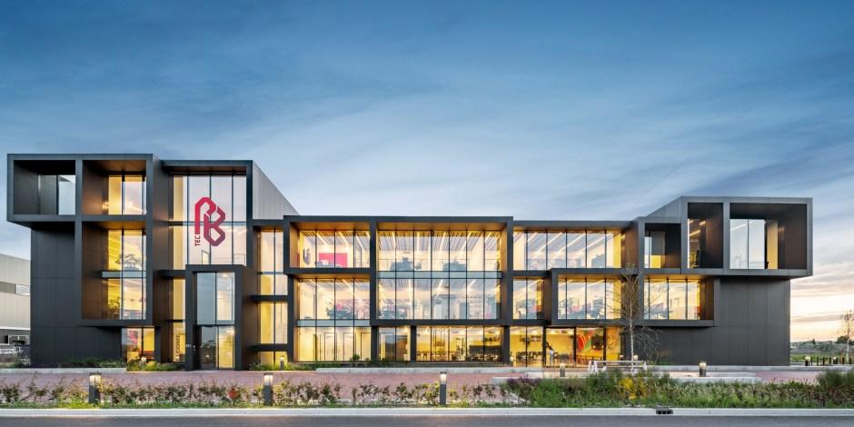 Glazen stad vormt inspiratiebron voor hoofdkantoor PB tec