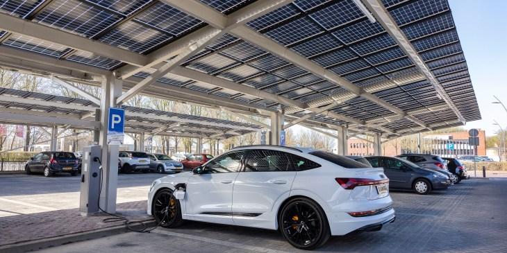 Slimme zonneparkeerplaats in Dronten