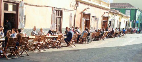 La Laguna cafe society.