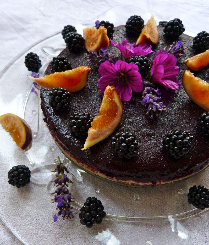 L1050554 874x1024 - Gesunder Genuss auf drei Ebenen: halbgefrorene Brombeer-Cashew-Torte (roh, zuckerfrei & vegan)