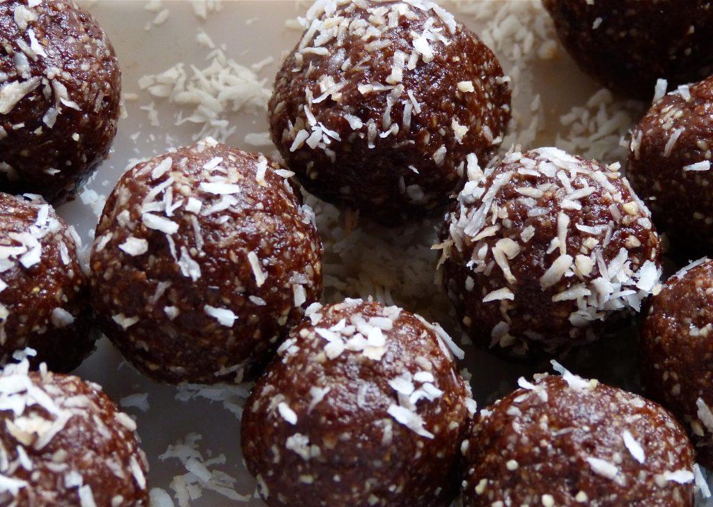 L1050847 1024x728 - Kokos Kakao Energy Balls: Zuckerfrei Naschen
