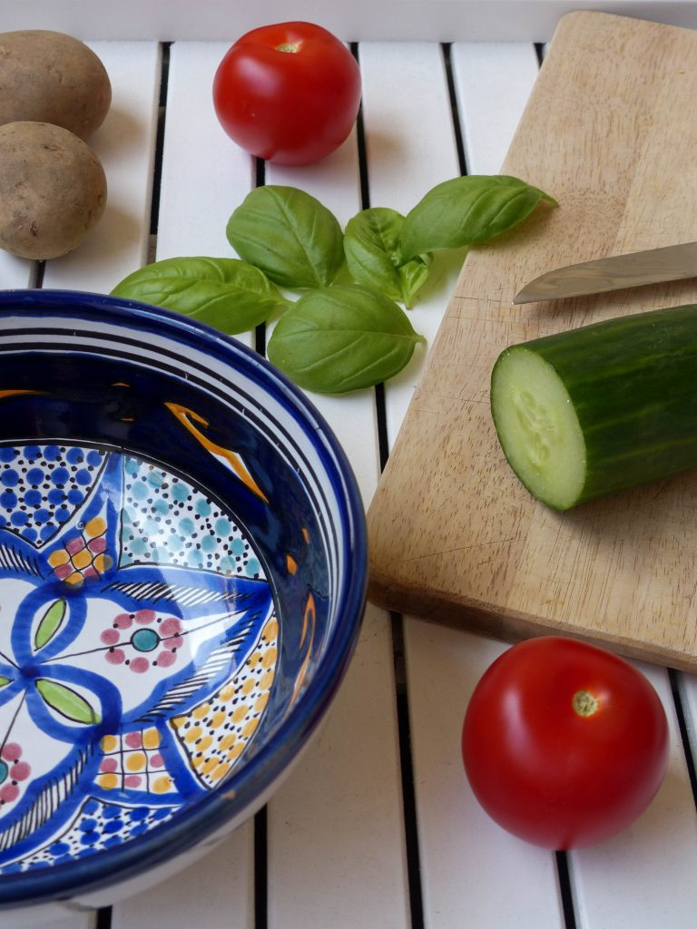 L1050853 LR 19 768x1024 - Lauwarmer Kartoffelsalat mit Gurke und Tomate
