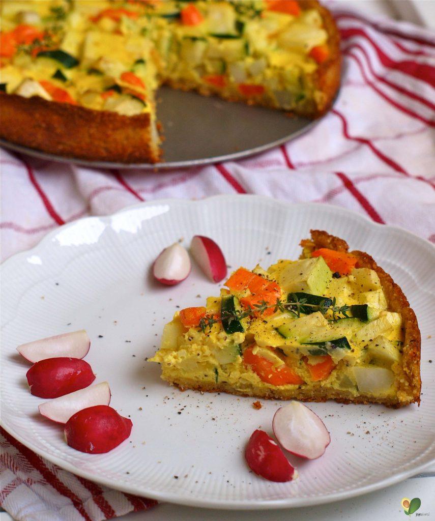 P1016071 855x1024 - Gemüse-Quiche mit Kichererbsen-Grieß-Boden
