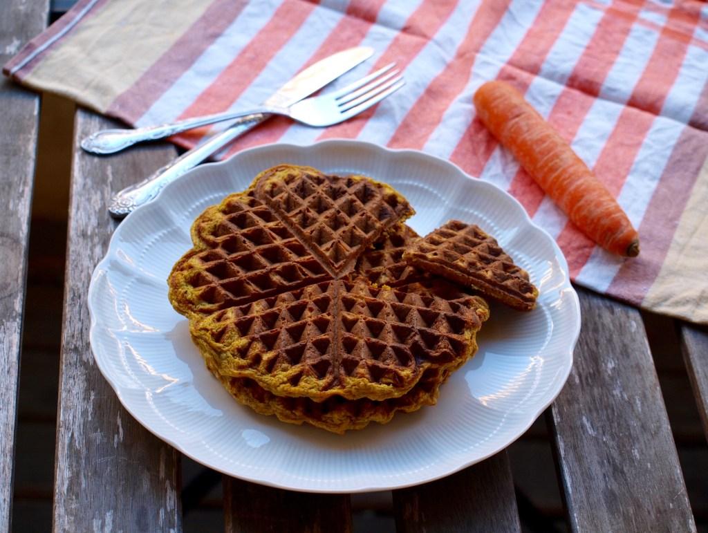 P1016114 1024x771 - Herzhafte Gemüse-Waffeln: Curry-Karotte und Fenchel-Parmesan