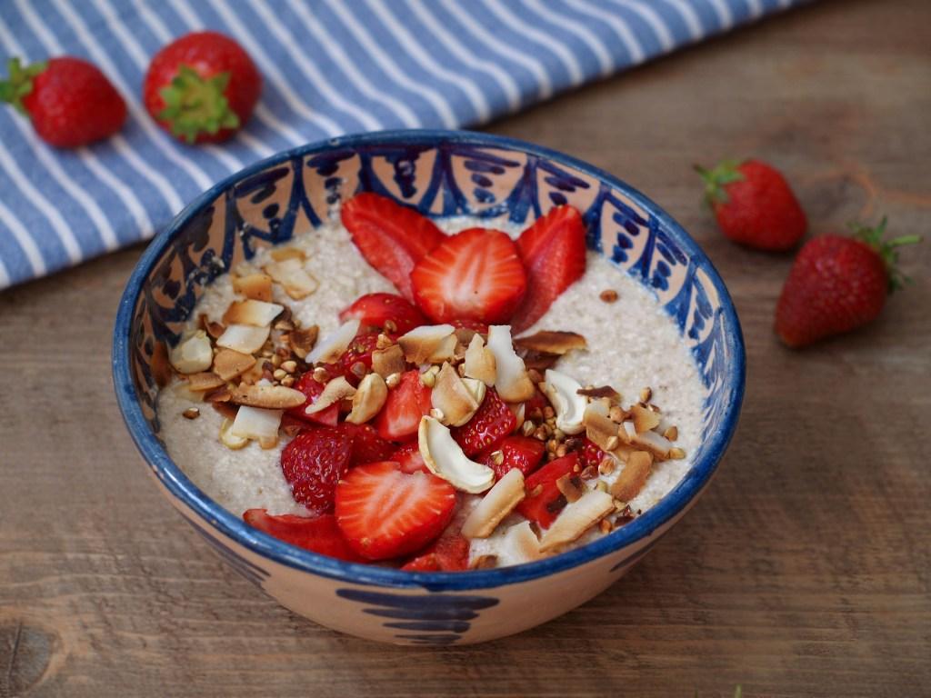 L1050853 LR 17 1 1024x768 - Sommer-Frühstück: Rohköstliches Buchweizen-Porridge mit Erdbeeren und Kokosöl