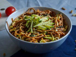 L1050853 LR 53 300x225 - Wie ihr eure Pesto Pasta gesund und nährstoffreich macht (in nur 5 Minuten!)