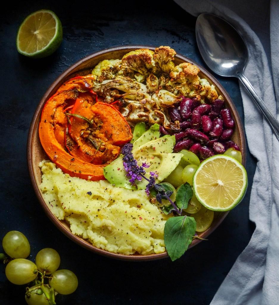 L1050853 LR 101 1 937x1024 - Herbstliche Bowl mit Ofengemüse und Kartoffelpüree