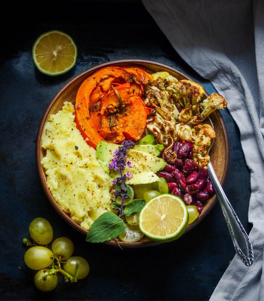 L1050853 LR 103 897x1024 - Herbstliche Bowl mit Ofengemüse und Kartoffelpüree