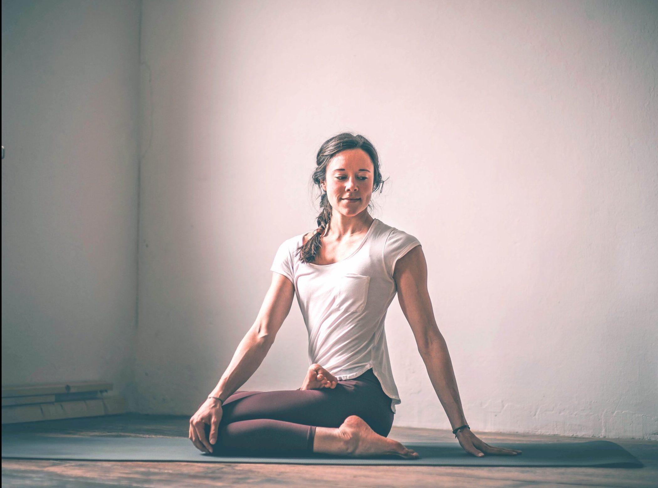 Anusara Yoga CB2 scaled 1 e1614879370692 - LP - Morgenroutine In den Tag hineinleben