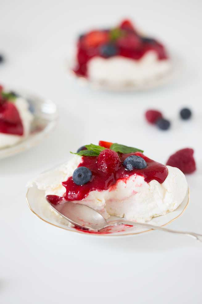 very berry pavlovas