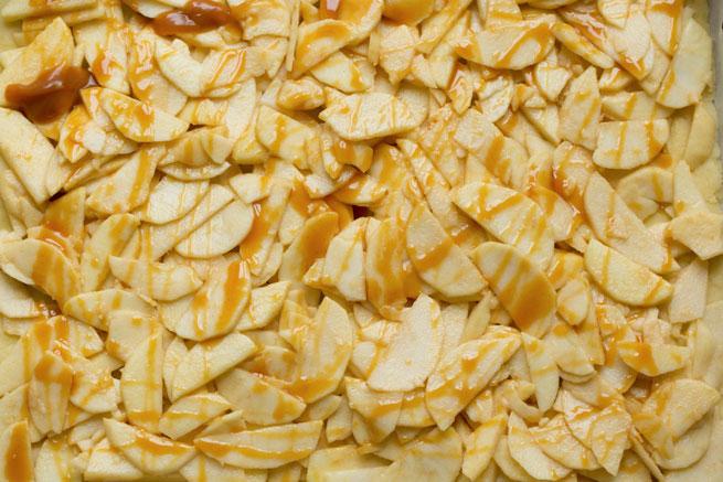 apple crumb caramel bars