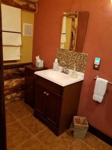 Denali Room (Room #5) Bathroom