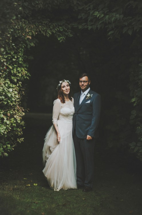 couple-under-the-trees-coaswes-barton