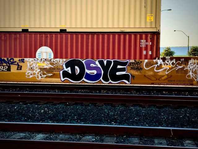 DSYE graffiti
