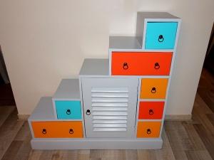 peindre un meuble en couleur selon sa forme