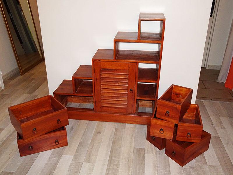 meuble à tiroirs démonté prêt à poncer