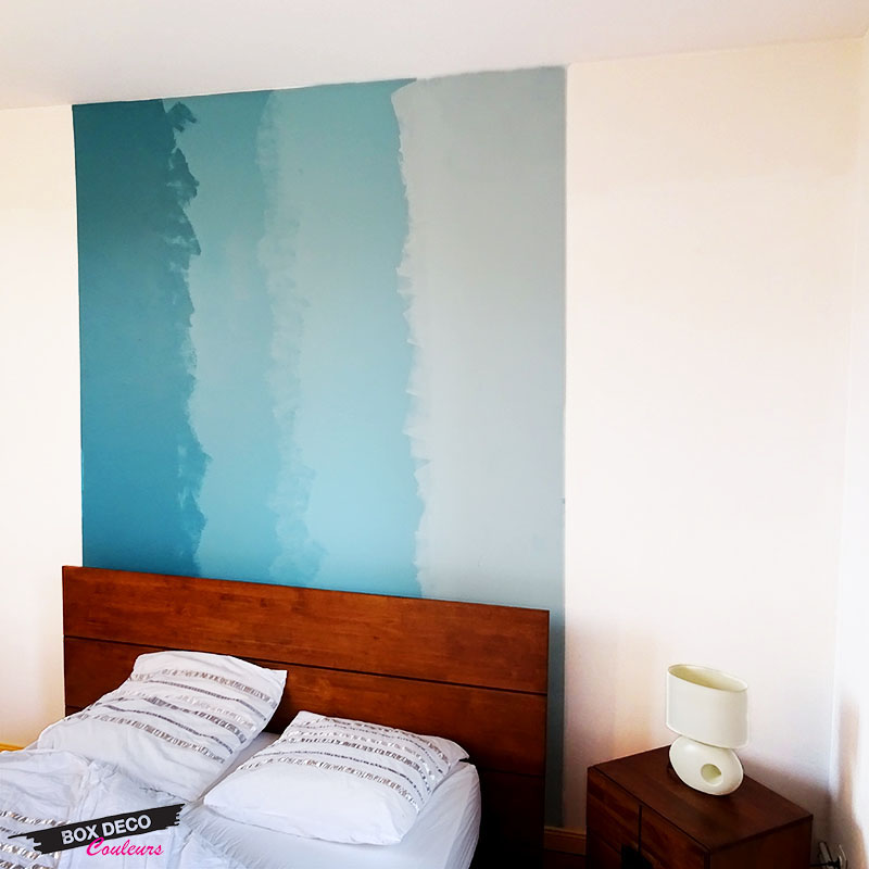 tie and dye en peinture murale dans une chambre tete de lit