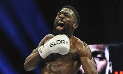 VIDEO - Cédric Doumbé met KO Murthel Groenhart au deuxième round au GLORY 77