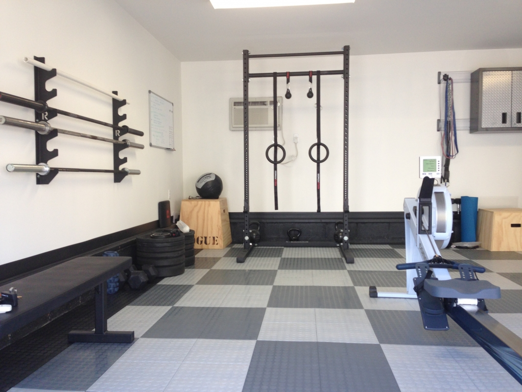 crossfit garage gym, Crossfit gym checked flooring