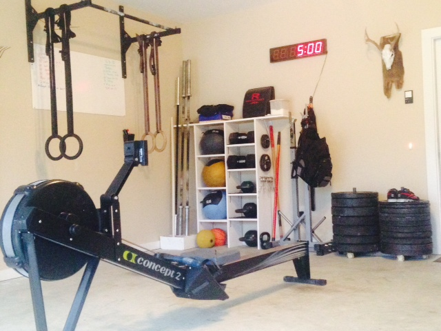Small room converted into a Crossfit gym