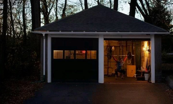 Unattached double garage Crossfit gym