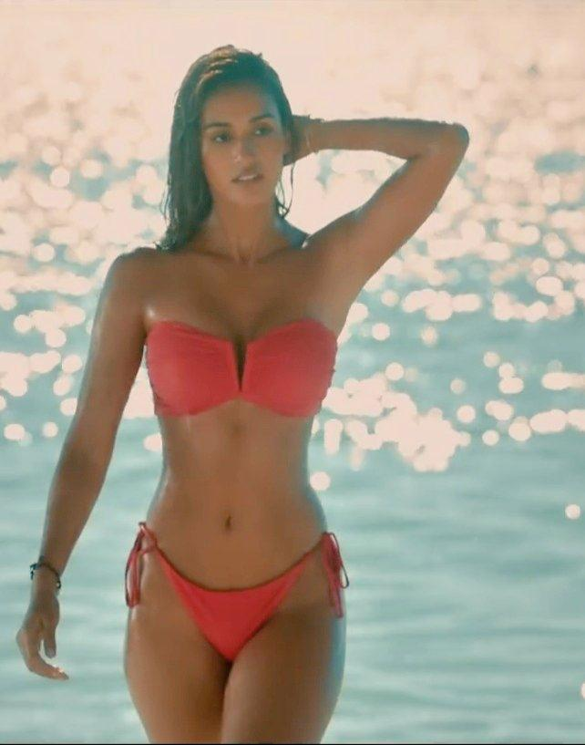 Disha Patani S Bikini Look Raises The Tempreture High With Malang Trailer Box Office Worldwide