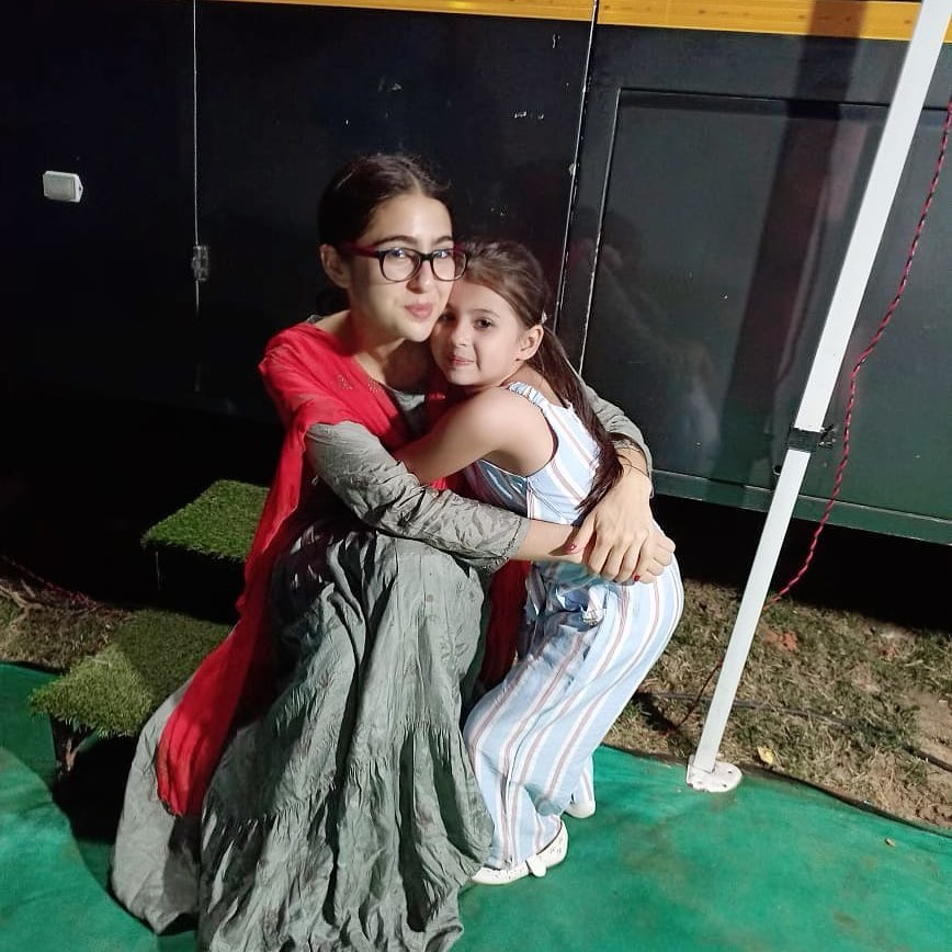 ATRANGI RE: This BTS Picture Of Sara Ali Khan With Child Artist Mannat Mishra Is Just Too Adorable