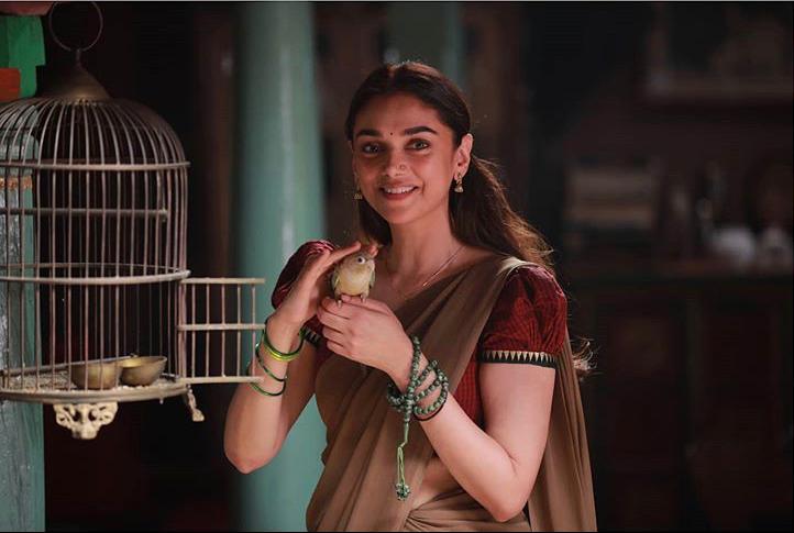 Fans Are All Praises For Aditi Rao Hydari's Stellar Performance In Amazon Prime Video's Film 'Sufiyum Sujatayum'!