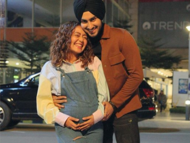 Neha Kakkar And Rohanpreet Singh Are Expecting Their First Child, The Singer Shares A Picture Flaunting Baby Bump!