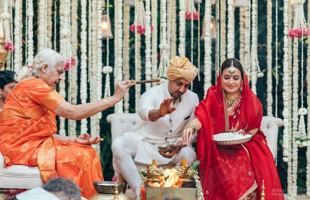 Taking A Cue From The Acclaimed Bengali Film 'Brahma Janen Gopon Kommoti', Dia Mirza Gets Married By A Woman Priest