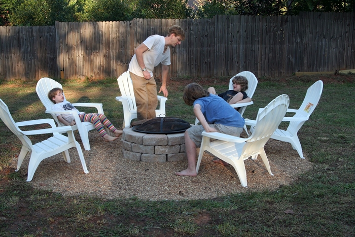 make your own diy backyard fire pit cheap weekend project. Black Bedroom Furniture Sets. Home Design Ideas