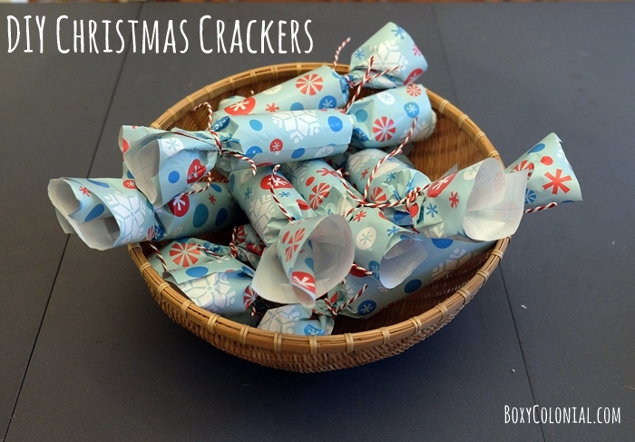 Easy DIY Christmas crackers make a great Christmas countdown/Advent calendar