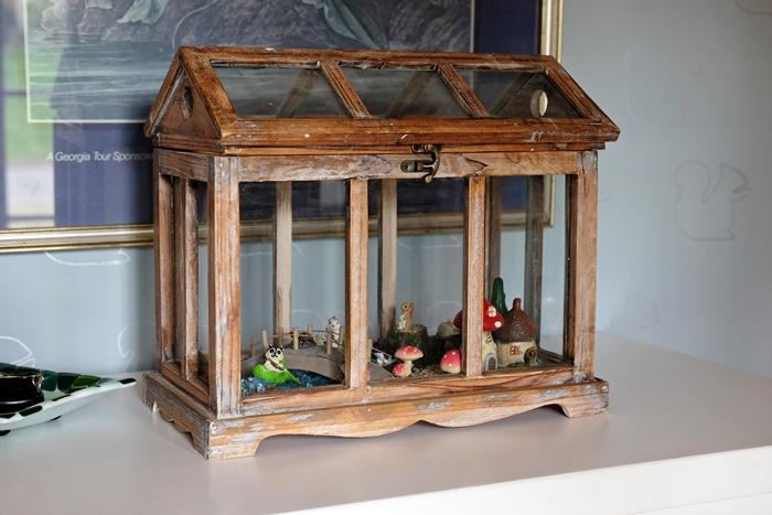 Boxy Colonial Spring Home Tour: fairy garden