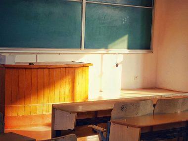 Schulpult mit Tafel