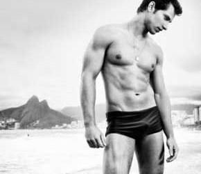 Ex-'BBB' Eliéser posa para revista gay e se diz bem resolvido.