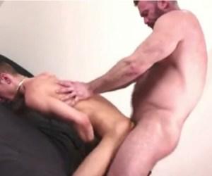 Daddy Vs Boy | Ursão parrudo metendo pica no magrinho