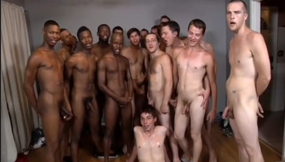 Bukkake Gay Varios machos fudendo novinho