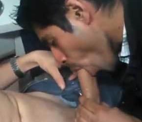 Dentista caindo de boca no pau do paciente no consultório