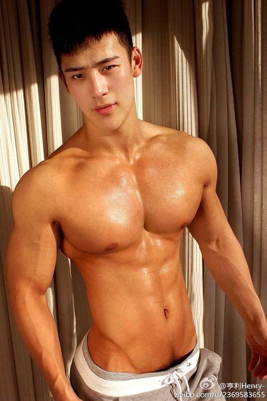 boy asian super gostoso sem camisa musculos sarados