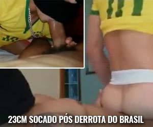 Torcedor brasileiro garante final da copa com rola de 23cm no cu - Amador