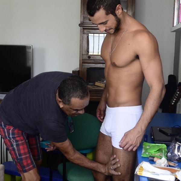 gay massageia pernas matheus lisboa bbb16