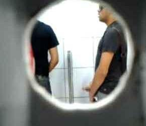 SpyCam banheirão em Fortaleza e Recife. Veja o que acontece!