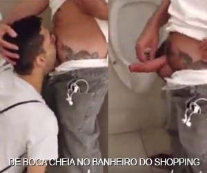 Enchendo a boca no banheiro do shopping