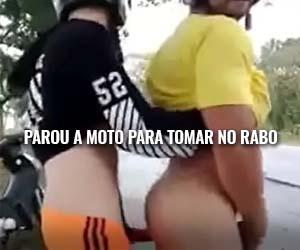 Mototaxista barbado cede a bunda pro garupeiro