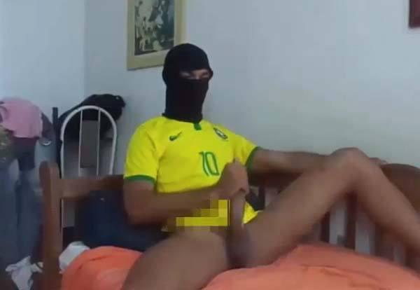 negro torcedor brasil pauzudos da copa russia 2018