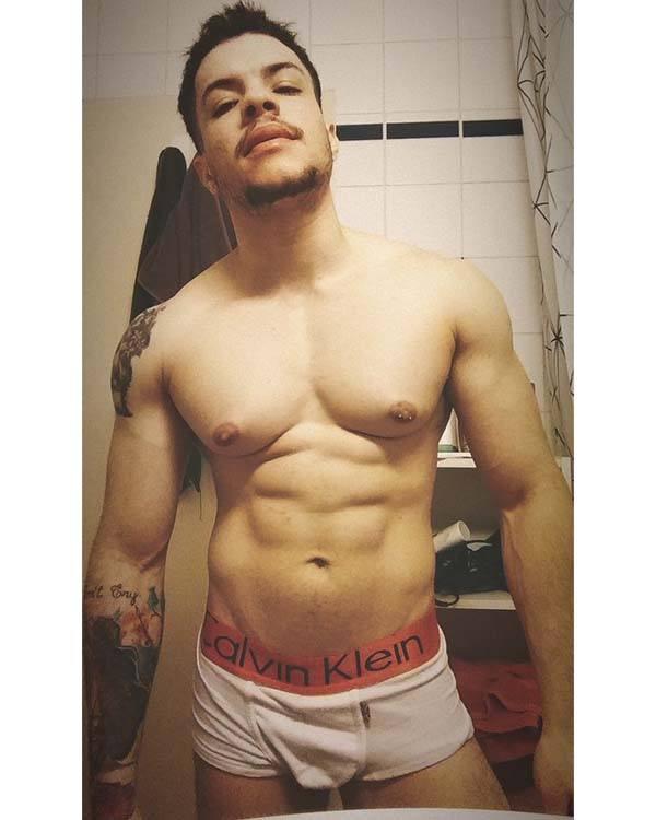 Uriel Siqueira cueca pelado gay amador